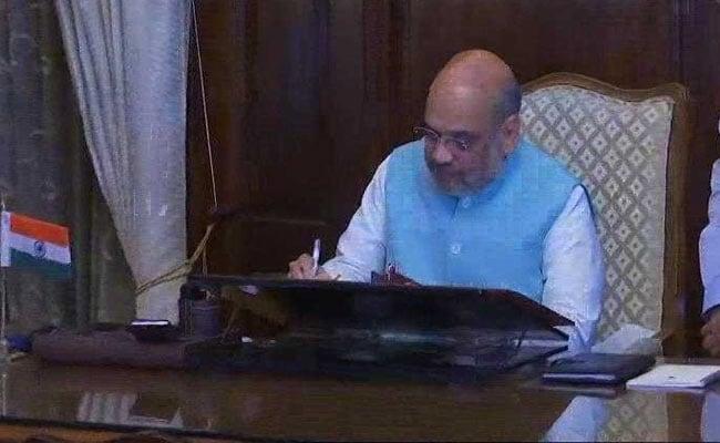 गृह मंत्री का पद संभालते ही अमित शाह से मिलने पहुंचे जम्मू-कश्मीर के राज्यपाल, अटकलें शुरू