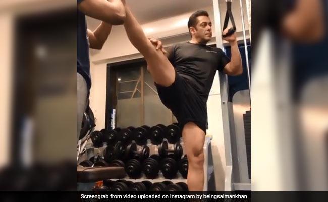 सलमान खान जिम में कर रहे थे एक्सरसाइज, तभी आ गया उनका डॉगी और फिर...देखें Video