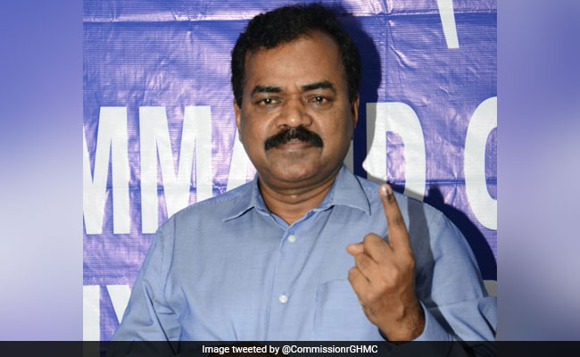 Hyderabad Civic Body Boss's Car Breaks Road Rules, Called Out On Internet