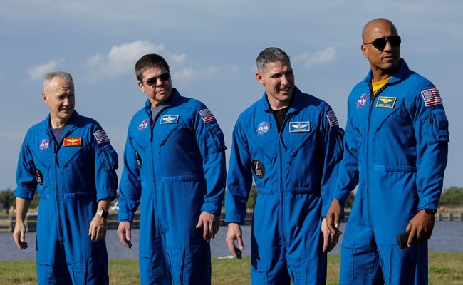 NASA Astronauts Aboard SpaceX Capsule, Ready For 'Messy Space Ride'