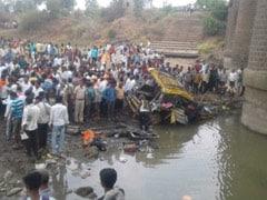 पुल से 80 फुट नीचे नदी में जा गिरी टैक्सी, 6 की मौत