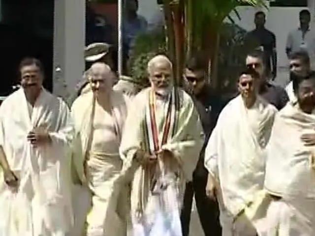 Video : பிரதமர் மோடி குருவாயூர் கோவிலுக்கு பிரார்த்தனைக்கு சென்றார்