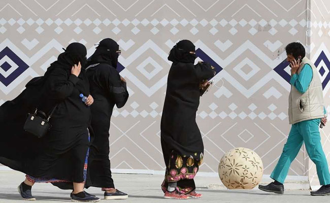 Saudi To Impose Fines For Tight Clothes, Kissing In Public