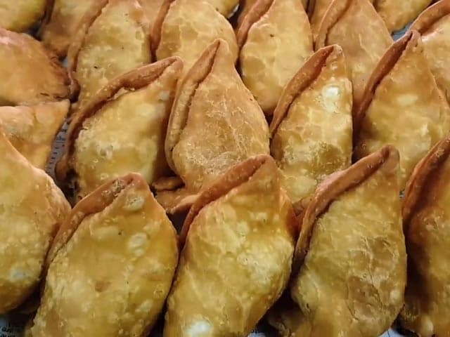 Video : Delhi Street Food: 30 Different Types Of Samosas At A Stall In Moti Nagar