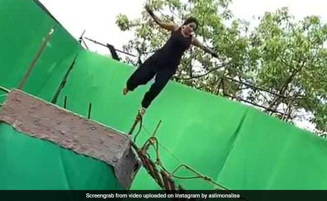 भोजपुरी स्टार मोनालीसा ने लगाई छलांग, Video देख फैंस का कुछ यूं आया रिएक्शन