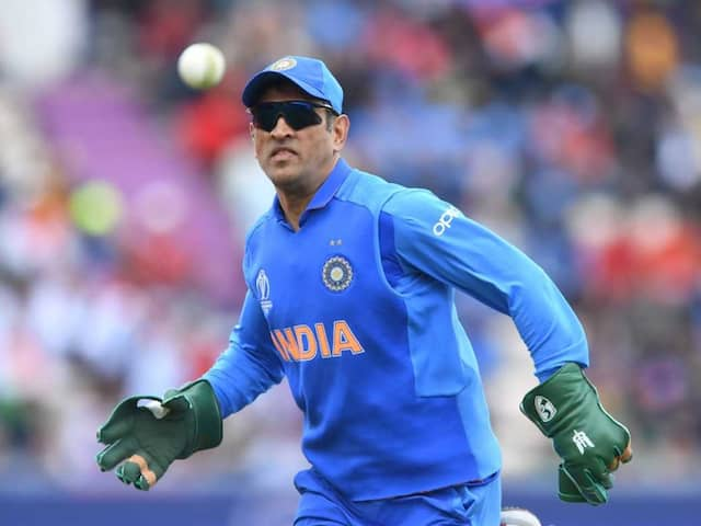 World Cup 2019: MS Dhoni Sports Gloves With Army Insignia, Twitter Salutes
