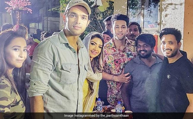 Eid 2019: 'कसौटी जिंदगी की 2' के सेट पर हुई इफ्तार पार्टी तो दीपिका कक्कड़ ने यूं खोला रोजा