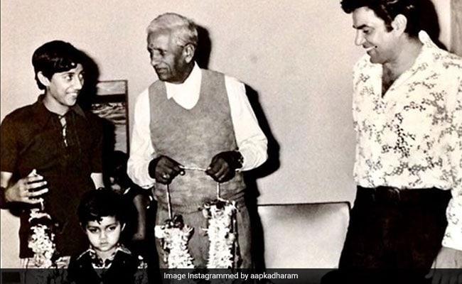 धर्मेंद्र ने 'फादर्स डे' के मौके अपने पिता को यूं किया याद, सोशल मीडिया पर Photo वायरल