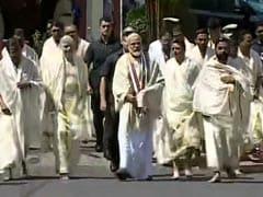 केरल: पीएम मोदी ने गुरुवायूर श्रीकृष्ण मंदिर में की पूजा, 112 किलो कमल के फूलों से हुआ 'तुलाभारम'