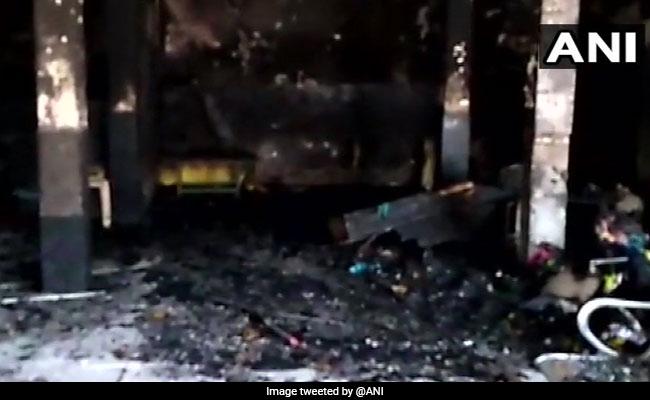 दिल्ली से सटे फरीदाबाद के एक स्कूल में लगी भीषण आग, एक ही परिवार के 2 बच्चों और एक महिला की मौत