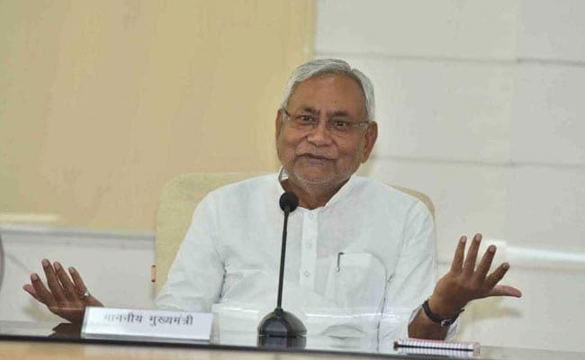 अपने ट्वीट से नीतीश कुमार को क्यों परेशान कर रहे हैं JDU के नेता अजय आलोक