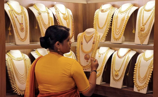 Gold Prices Fall Due To Delay In Festive Demand