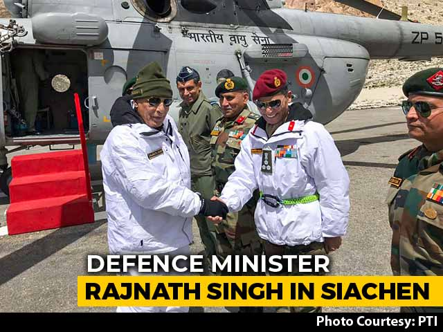 Video : Defence Minister Rajnath Singh Bonds With Soldiers At Siachen