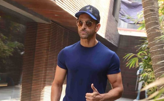 Hrithik Roshan May Step Into Amitabh Bachchan's Shoes For Satte Pe Satta Remake: Reports