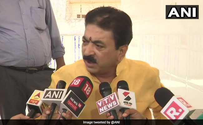 महिला को लात-घूंसों से पीटने वाले BJP विधायक बलराम थवानी को पार्टी ने भेजा नोटिस, तीन दिन में जवाब तलब