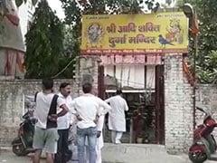 दिल्ली के नेहरू विहार के  दुर्गा मंदिर से चोरों ने मूर्तियां और दानपात्र के पैसे उड़ाए