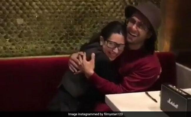 करिश्मा कपूर ने रणवीर सिंह के साथ 'सरकाई लो खटिया' सॉन्ग पर किया जोरदार डांस, वायरल हुआ Video