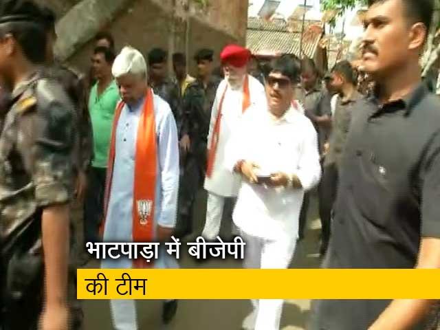 Videos : भाटपाड़ा पहुंची बीजेपी सांसदों की टीम, भीड़ को काबू करने के लिए करना पड़ा लाठीचार्ज