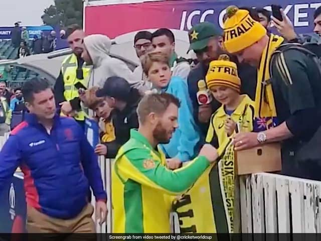 Watch, David Warner Gift His  Man Of The Match Award To A Young Australian Fan After World Cup Hundred