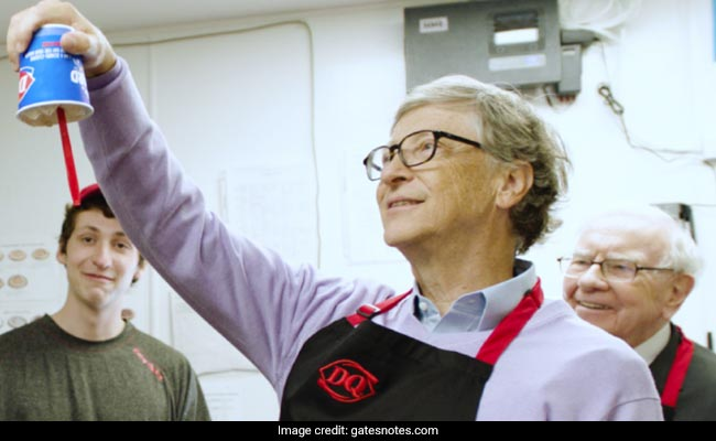 Watch Bill Gates And Warren Buffett Serve Ice Creams, Win The Internet