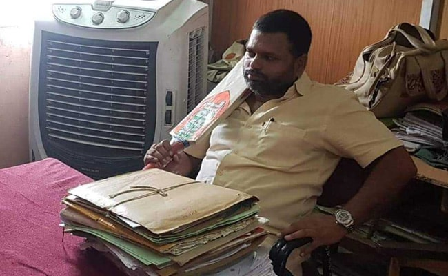 Armed With Bat, Another BJP Leader Threatens Officials In Madhya Pradesh