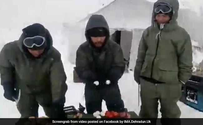 In -60 Degrees Siachen, Eggs Don't Break With Hammer: See Soldiers' Demo