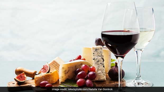 Serve This Healthy Cheese And Fruits Platter As A Fancy Party Appetiser