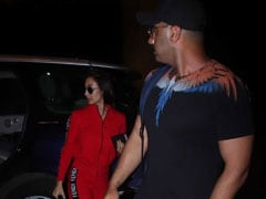 Malaika Arora And Arjun Kapoor Take Off For New York Vacation. See Pics