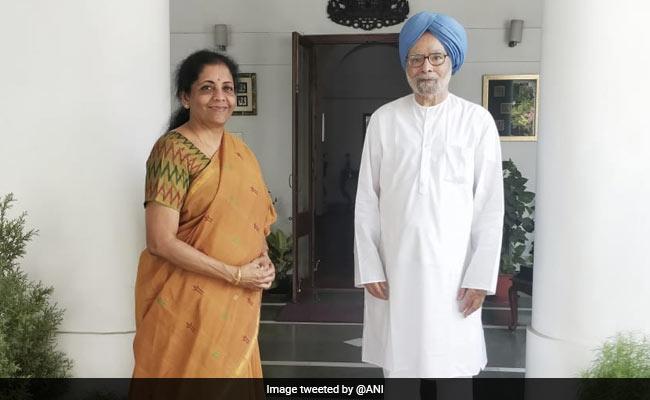 Budget 2019: बजट से ठीक पहले पूर्व पीएम मनमोहन सिंह से मिलीं वित्तमंत्री निर्मला सीतारमण