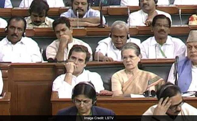 लोकसभा में सीटें आवंटित : स्मृति ईरानी पहली पंक्ति में, राहुल गांधी दूसरी पंक्ति में बैठेंगे