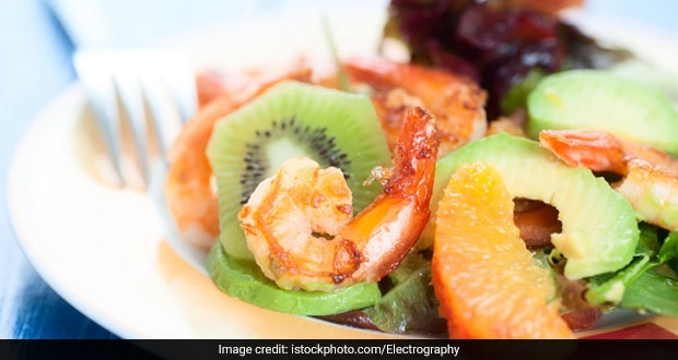 Tangy Prawns with Kiwi Salad