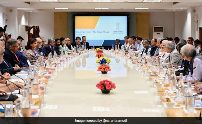 पीएम मोदी ने बजट से पहले अर्थशास्त्रियों संग की बैठक, इन मुद्दों पर हुई चर्चा