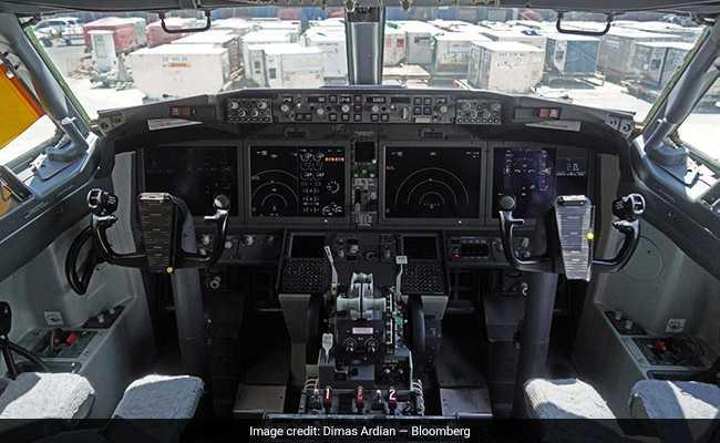 737 300 cockpit