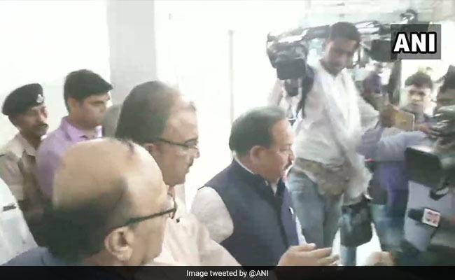 बिहार में नहीं थम रहा 'चमकी' बुखार का कहर, अब तक 100 की मौत, जायजा लेने मुजफ्फरपुर पहुंचे स्वास्थ्य मंत्री हर्षवर्धन