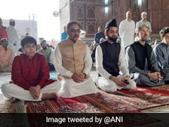 Pakistan Foreign Secretary Offers Eid Prayers At Jama Masjid In Delhi