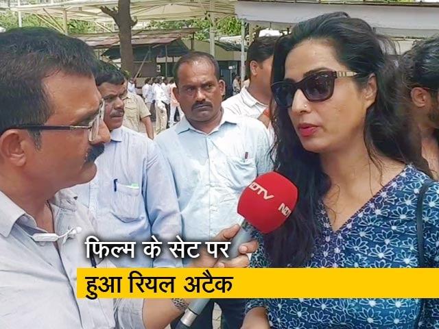 Videos : सिटी सेंटर: फिल्म सेट पर शूटिंग के दौरान हमला, महाराष्ट्र सीएम से मिली टीम