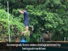 सलमान खान को ये क्या हुआ, कभी पूल में छलांग तो कभी भतीजे को उठाया कंधे पर...देखें Video