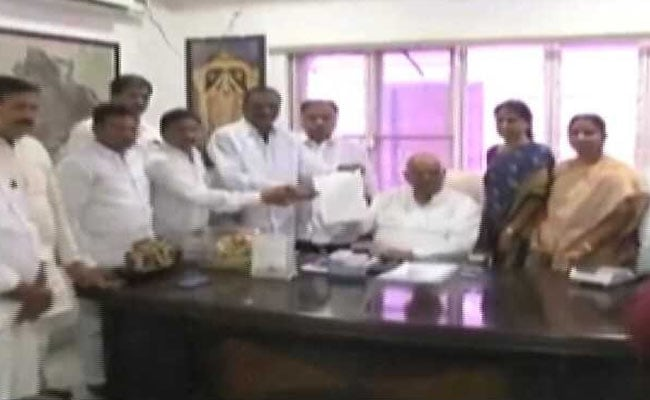 Telangana High Court Issues Notices To Congress Defectors