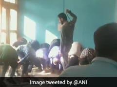 जम्मू कश्मीर में महज 10 मिनट की देरी से पहुंचे छात्रों की शिक्षक ने की बेरहमी से पिटाई, VIDEO वायरल