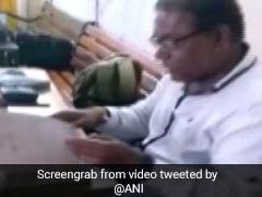 दो घंटे की बारिश में ही पानी में डूब गया इंदौर नगर निगम का ऑफिस, देखें- VIDEO