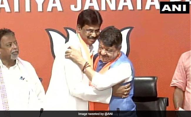 BJP ने ममता बनर्जी को दिया एक और झटका, TMC विधायक सहित 12 पार्षदों ने थामा भारतीय जनता पार्टी का दामन