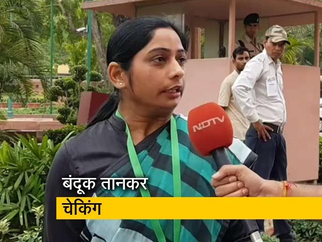 Video : बंदूक के बल चेकिंग करने के लिए बीजेपी सांसद ने पिछली सपा सरकार को ठहराया जिम्मेदार