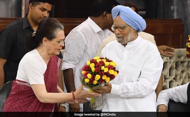 Sonia Gandhi Creates Congress's Consultative Group, Makes Manmohan Singh Chairman