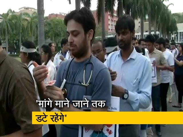 Videos : हड़ताली डॉक्टरों के समर्थन में AIIMS के डॉक्टरों का कैंडल मार्च