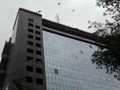 दिल्ली : वीडियोकॉन टावर की 10 वीं मंजिल से गिरकर दो लोगों को मौत