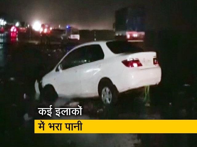 Videos : गुजरात में भारी बारिश की वजह से कई इलाकों में भरा पानी