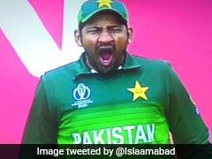 IND vs PAK: मैच से पहले हुक्का पी रहे थे पाक खिलाड़ी, मैदान पर सरफराज ले रहे थे जम्हाई, उड़ा मज़ाक