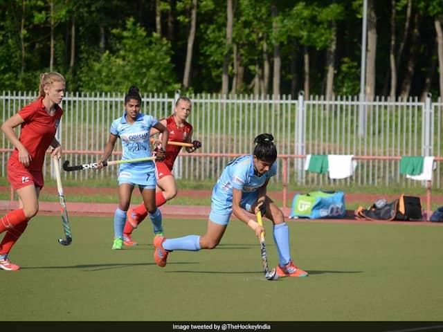 Womens hockey: Indian junior team losing to Belarus