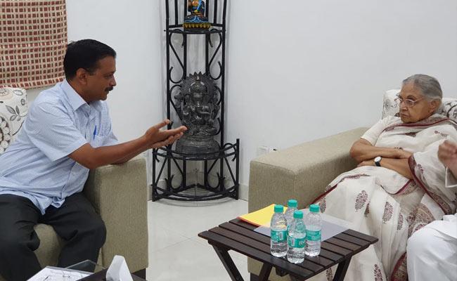दिल्ली: सीएम केजरीवाल से मिलने पहुंची पूर्व सीएम शीला दीक्षित, बिजली के बिल को लेकर की यह मांग