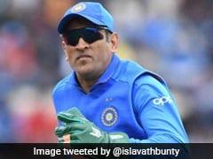 एमएस धोनी के ग्लव्स पर भड़के पाकिस्तान के मंत्री, बोले- 'धोनी इंग्लैंड में क्रिकेट खेलने गए हैं महाभारत नहीं...'